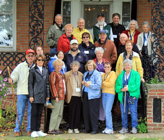 Reunion Group on the steps of the Flanagan House in Peoria